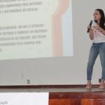 Acadêmica do 5º período, Amanda Siqueira, ministrando acerda do Conselho de Alimentação Escolar.