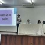 Acadêmico do 7º perído, Pedro Victor, explanando sobre o Conselho de Saúde.