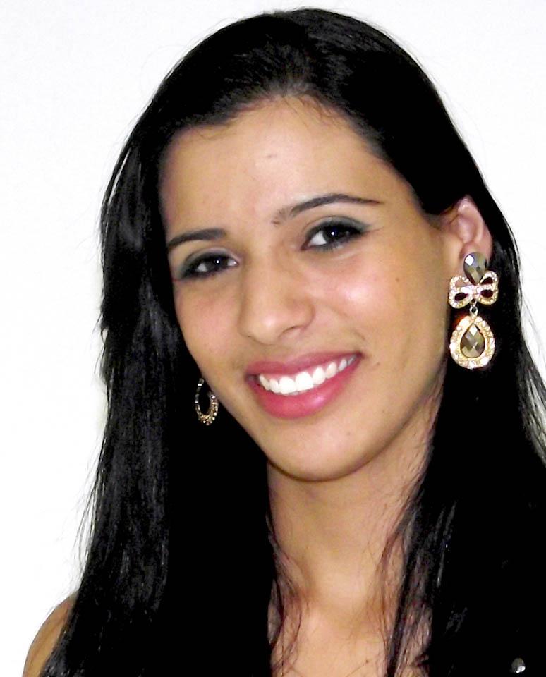 Coordenadora do Complexo Laboratorial - Camila Araújo